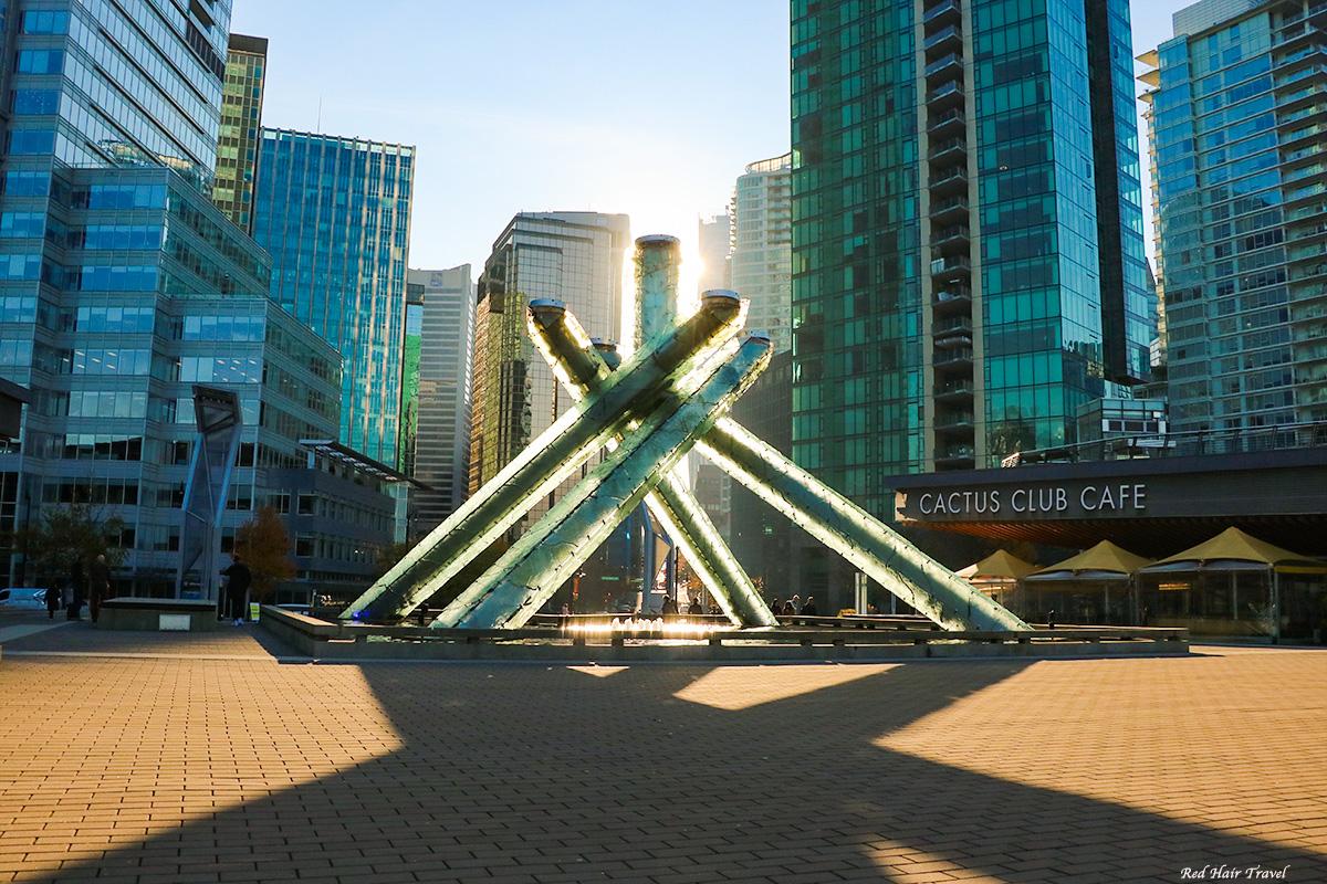 Что посмотреть в Ванкувере? Olympic Cauldron @ Jack Poole Plaza, Vancouver