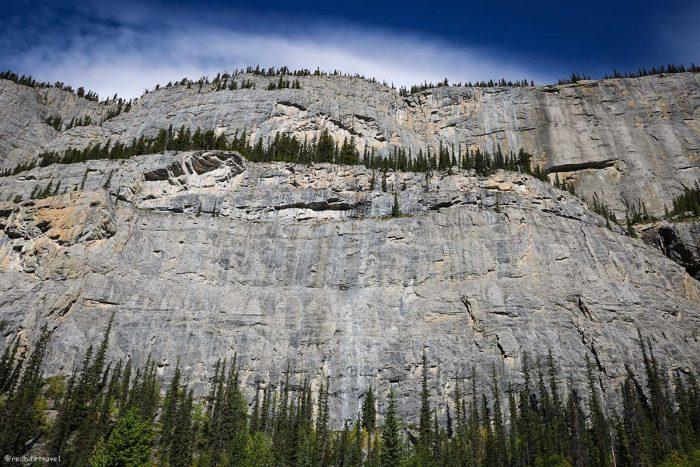 Плачущая стена, маршрут по Скалистым Горам Канады